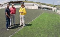 El Astillero renovará el césped del estadio de El Pilar y las pistas de pádel