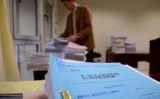 Las ejecuciones hipotecarias de viviendas caen un 26%, pero Mazón teme un repunte