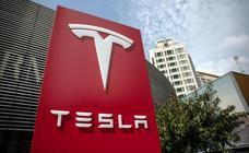 Las acciones de Tesla se desploman tras la aparición de Musk fumando marihuana durante una entrevista