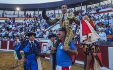 El Cid sale a hombros en Santoña