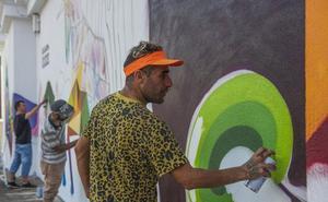 Okuda ha comenzado a pintar el Colegio Vital Alsar