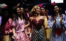 Agatha Ruiz de la Prada viste a Nueva York con sus brillantes colores