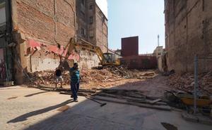 El viejo edificio que fue desalojado en Argumosa es derruido por los dueños