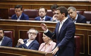 Sánchez se enfrenta a las dudas sobre su tesis doctoral horas después del cese de Montón