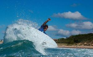 El costarricense Bonomelli gana su tercer título en el Open Escuela Cántabra de Surf