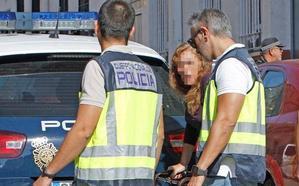 Encuentran 24.000 euros en la casa de la mujer alicantina acusada de matar a su cuarto marido, de Santander