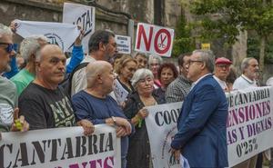Los pensionistas reclaman al Parlamento cántabro que apoye sus reivindicaciones