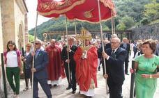 El obispo de Santander presidió en Santo Toribio la misa de la Exaltación de la Cruz