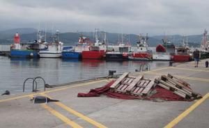 Obras Públicas construirá un nuevo pantalán en el puerto de Santoña
