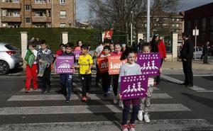 Torrelavega instalará un semáforo frente al colegio Fernando de los Ríos