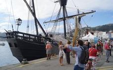 Castro abre su puerto a barcos históricos