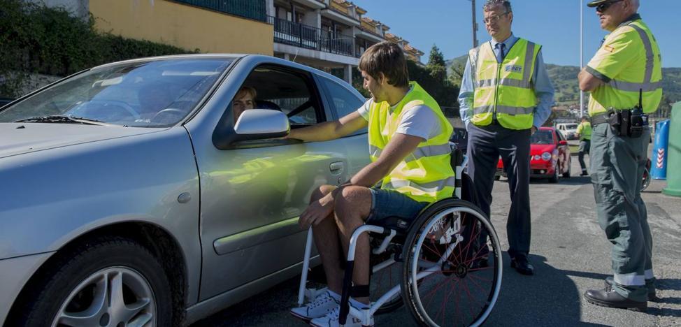Trafico inicia en Cantabria una campaña contra las distracciones al volante, causantes de 2 de cada 3 muertes
