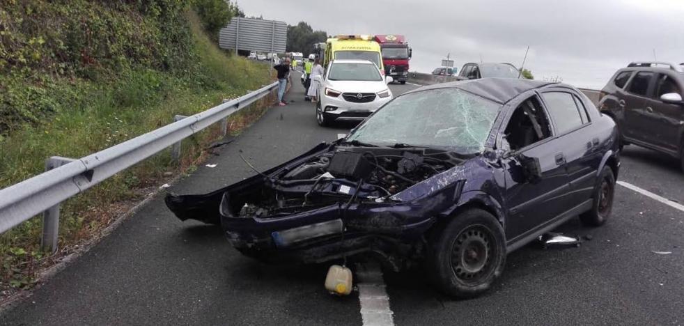 Dos heridos en un accidente de tráfico en la A-8