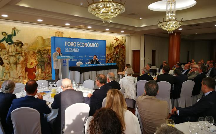 Carlos Solchaga en el Foro Económico de El Diario Montañés