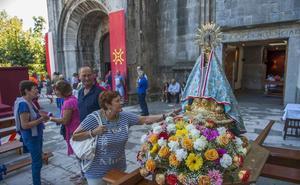 Alternativa Española critica el uso del lábaro en los actos religiosos de la Bien Aparecida