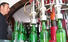 Los sidreros asturianos insisten en su pelea contra la botella que utiliza un productor cántabro