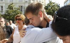 Minuto de silencio en Torrelavega por la muerte de Celia Barquín