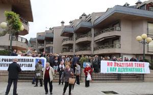 Los vecinos del Tenis quieren evitar el derribo con la cesión de lonjas para un centro de día
