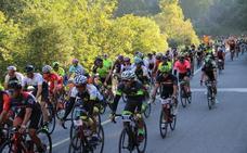800 ciclistas toman la salida en la Marcha Cicloturista Lebaniega Jubilar Bike