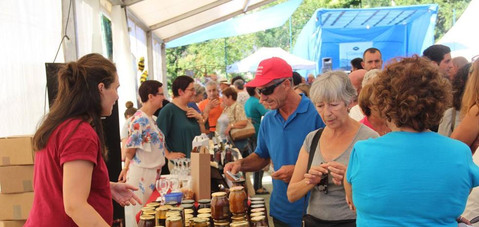 La Feria de la Miel en Vega de Liébana se consolida como un referente del sector
