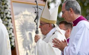 El Papa defiende el «don» de la independencia de Letonia ante la amenaza de Moscú