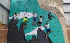Marina de Cudeyo estrena rocódromo en el polideportivo municipal de Rubayo