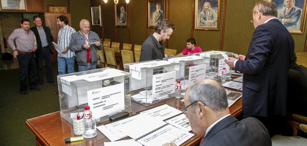 La Cámara inicia el proceso electoral con la plantilla sin cobrar desde hace tres meses