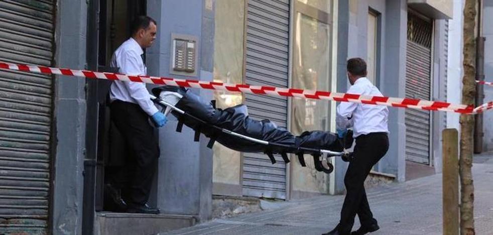 Muere una joven de 25 años tras ser degollada en un piso de Bilbao