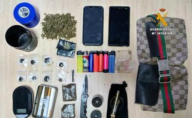 Detenido un chico de 18 años por tráfico de hachís y marihuana en el mercadillo de Oriñón