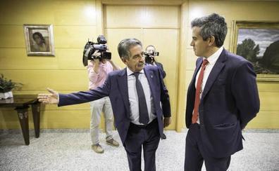 Revilla y Zuloaga escenifican el cambio de la relación con Madrid y anuncian reuniones con Ábalos y Guirao