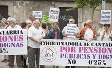 La coordinadora de pensionistas de Cantabria intensifica sus protestas con marchas a pie por la región