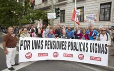 Los pensionistas cortan el tráfico en Santander para exigir que se respeten sus derechos