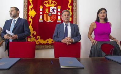 Ábalos firma en Santander el convenio para invertir 187 millones en la integración ferroviaria