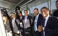 Ábalos anuncia que el tren para completar Santander-Madrid en tres horas estará listo en 2024