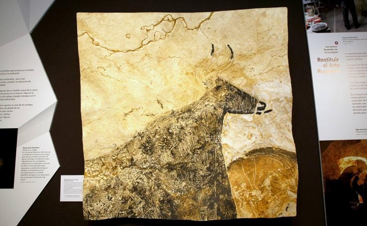 Una exposición en el Museo de Altamira descubre las técnicas utilizadas en la reproducción de las cuevas con arte rupestre