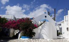 Paros, un paraíso azul y blanco con playas de ensueño y pueblos tradicionales