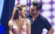 Bustamante y Yana Olina pasean su 'amor' de la mano