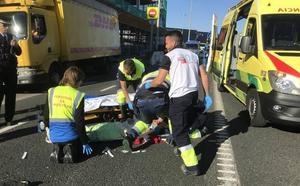 Una mujer resulta herida leve tras empotrar su moto contra la trasera de una furgoneta