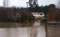 Un arroyo subterráneo provoca fuertes inundaciones en un barrio de Villaescusa