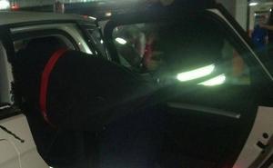 Los Bomberos rescatan en Santander a un bebé que se había quedado encerrado en un coche