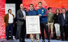 'El sabio del éxito', emotivo homenaje a Luis Aragonés
