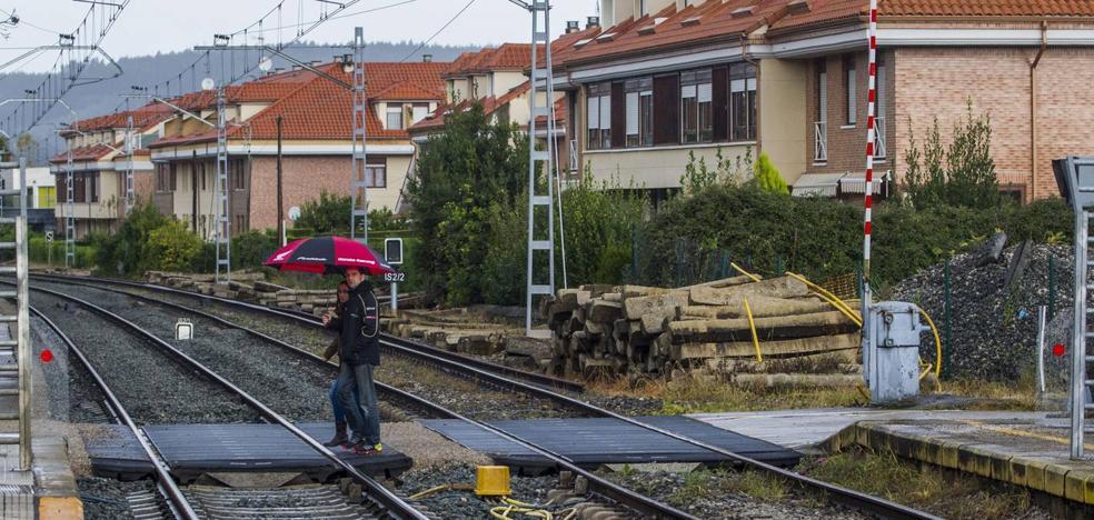 ADIF y Obras Públicas construirán una variante en Renedo para acabar con los pasos a nivel