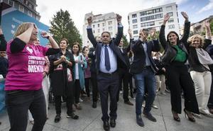 Los políticos cántabros bailan por la salud mental