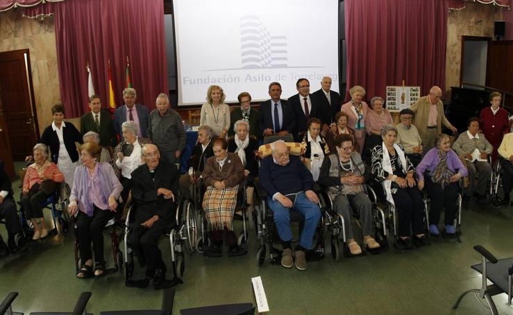 Homenaje a los nonagenarios del Asilo de Torrelavega