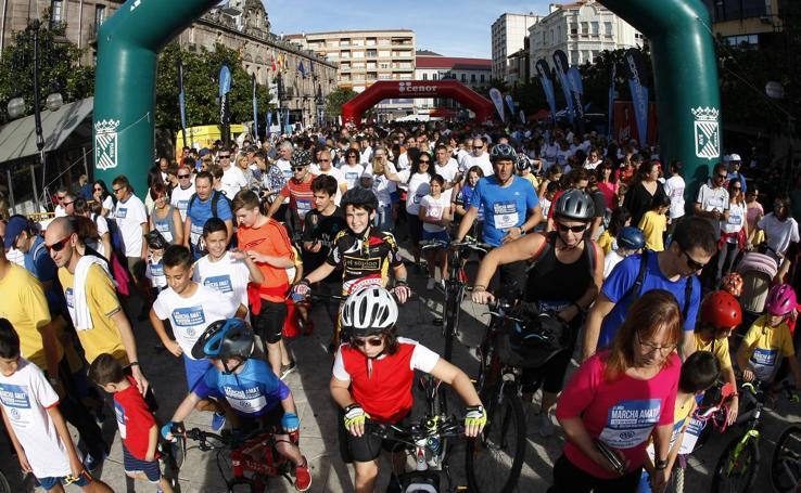 La 31ª Marcha AMAT reúne a cientos de personas en Torrelavega