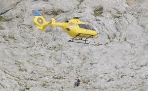 Dos montañeros permanecen ocho horas atrapados en una pared de los Picos de Europa