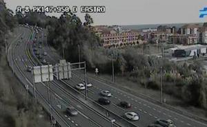 Tráfico intenso en Torrelavega y Castro en la operación salida del puente