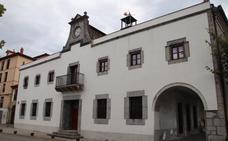 «La reforma del antiguo ayuntamiento de Laredo es una auténtica basura»