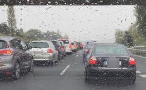 Día complicado para el tráfico en Cantabria, con retenciones intermitentes en las dos autovías