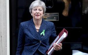 Los 'brexiters' alientan un motín inminente contra May